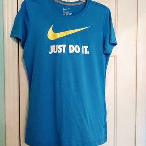 Nike t shirt  XL slim fit